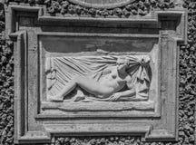 ROM, ITALIEN - JULI 2017: Alte Skulpturmalereien auf einem Fragment der Wand im Landhaus Doria-Pamphili in Rom, Italien Stockfotos