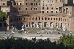 Rom Italien am 18. Juni 2016 Ausstellung durch Ugo Rondinone an Trajan-Forum Lizenzfreie Stockfotos