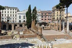 ROM, ITALIEN - 23. JUNI 2017: Erstaunliche Ansicht von Largo di Torre Argentina in der Stadt von Rom Stockfoto