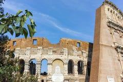 ROM, ITALIEN - 24. JUNI 2017: Leute, die inneres Teil von Colosseum in der Stadt von Rom besuchen Stockfoto