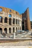 ROM, ITALIEN - 24. JUNI 2017: Leute, die inneres Teil von Colosseum in der Stadt von Rom besuchen Stockbild