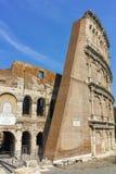 ROM, ITALIEN - 24. JUNI 2017: Leute, die inneres Teil von Colosseum in der Stadt von Rom besuchen Stockfotografie