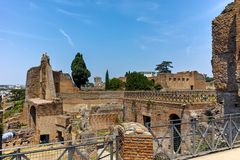 ROM, ITALIEN - 24. JUNI 2017: Panoramablick von Ruinen in Palatine-Hügel in der Stadt von Rom Lizenzfreie Stockbilder