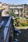 ROM, ITALIEN - 23. JUNI 2017: Ruinen Septimius Severus Arch und Roman Forum in der Stadt von Rom Lizenzfreie Stockbilder