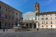ROM, ITALIEN - 23. JUNI 2017: Sonnenuntergangansicht der Basilika unserer Dame in Trastevere in Rom Lizenzfreie Stockbilder