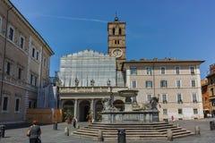 ROM, ITALIEN - 23. JUNI 2017: Sonnenuntergangansicht der Basilika unserer Dame in Trastevere in Rom Lizenzfreie Stockfotografie