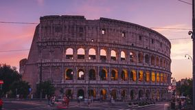 ROM, ITALIEN - 18. JUNI 2019 - Timelapse des Colosseum in Rom an der Dämmerung in 4k stock video footage