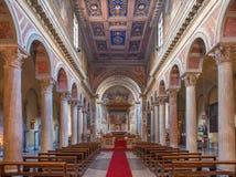 ROM, ITALIEN - 11. MÄRZ 2016: Das Kirchenschiff der Kirche Basilica di San Nicola in Carcere Lizenzfreie Stockfotos