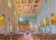 ROM, ITALIEN - 10. MÄRZ 2016: Das Kirchenschiff von Kirche Basilikadi Santa Maria in Dominica mit dem Mosaik von Madonna unter de Lizenzfreies Stockfoto