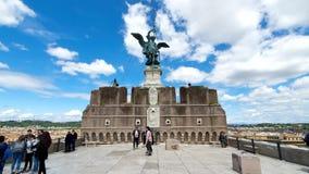 rom Italien 21. Mai 2019 Bronzeengel steht auf Castel Sant 'Angelo in Rom, Italien stock video