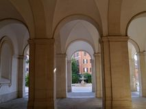 Rom, Kolonnade mit Bögen lizenzfreie stockfotos