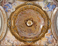 Rom - seitliche Kuppel von der Basilika di Sankt Sabina Stockfotografie