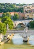 Rom-Skyline, wie von Castel Sant-` Angelo, mit den Brücken von Vittorio Emanuele gesehen II und Prinz Amedeo Savoia Aosta Stockfoto