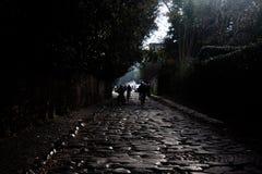 Romańska droga na zewnątrz miasta zdjęcie royalty free