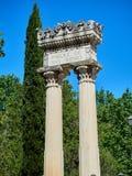 Romańska kolumnada w głównym wejściu Parque De San Isidro zdjęcia royalty free