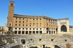 Romański amfiteatr z pałac Sedile i INA Istituto Nazionale delle Assicurazioni w Sant ` Oronzo obciosujemy w Lecka, Zdjęcie Royalty Free