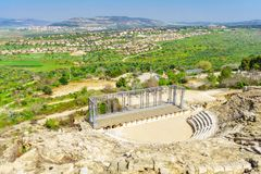 Romański teatru i Galilee krajobraz w Tzipori Sepphoris parku narodowym, zdjęcie royalty free
