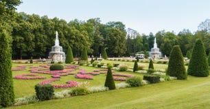 Romańskie fontanny w Peterhof fotografia royalty free