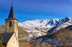 Romańszczyzna kościół lokalizować w Pyrenees Obrazy Stock