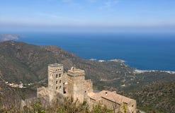 Romańszczyzny monasteri Sant Pere De Rodes, Girona prowincja, zdrój zdjęcie stock