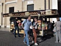 Roma, carro do gelado da rua fotografia de stock