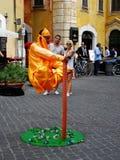ROMA - CERCA dos mendigos não identificados do setembro de 2013 implore em ruas de Roma nas maneiras incomuns e no olhar não ident Imagens de Stock