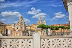 Roma - chiesa di Santa Maria di Loreto e della colonna di Traiana fotografia stock libera da diritti