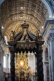 Roma, Città del Vaticano, la basilica di St Peter, dentro l'altare di Th Fotografia Stock Libera da Diritti