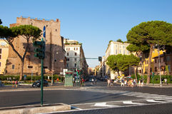 ROMA 8 DE AGOSTO:  Vía Cavour en agosto 8,2013 en Roma, Italia. Imagen de archivo