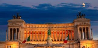 Roma, della Patria di Altare alla notte Immagini Stock