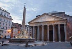 Roma - della Rotonda de la plaza y panteón i Foto de archivo