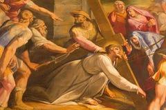 Roma - el detalle de la pintura Cristo cae debajo de la cruz en la iglesia Chiesa del Jesu de Gaspare Celio (1571 - 1640) fotos de archivo