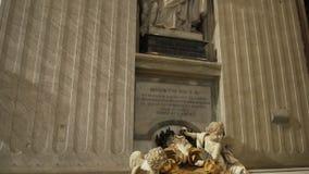 ROMA EM ABRIL DE 2018: Interior da basílica do ` s de St Peter, Vaticano, Itália vídeos de arquivo
