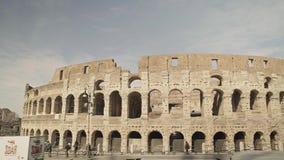ROMA - 20 FEBBRAIO: Turisti vicino al Colosseo di Colosseum, colpo della pentola, il 20 febbraio 2018 video d archivio
