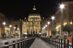 Roma i natten, piazza san Pietro Arkivbild