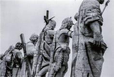 Roma, It?lia, 1970 - as est?tuas de Cristo e de Saint dominam o quadrado de St Peter imagem de stock royalty free