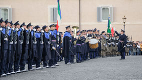 ROMA, ITÁLIA - 22 DE FEVEREIRO DE 2015: Mudança do palácio de Quirinale dos protetores em Roma Fotos de Stock Royalty Free