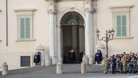 ROMA, ITÁLIA - 22 DE FEVEREIRO DE 2015: Mudança do palácio de Quirinale dos protetores em Roma Imagem de Stock Royalty Free