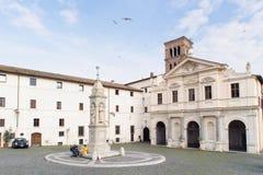 ROMA, ITÁLIA - 24 DE JANEIRO DE 2010: all'isola de san Bartolomeo da praça fotos de stock royalty free