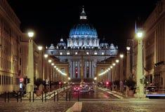 ROMA, Itália - 7 de julho de 2013: Basílica di San Pietro em Vaticano - ou a basílica de St Peter chamado no Vaticane Foto de Stock