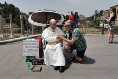 ROMA, ITÁLIA - 15 DE JUNHO DE 2019 - papa John Paul II idêntico fotografia de stock royalty free