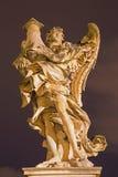 ROMA, ITÁLIA - 9 DE MARÇO DE 2016: O anjo com a coluna no ` Angelo de Ponte Sant por Antonio Raggi fotos de stock royalty free