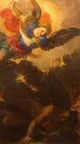 ROMA, ITÁLIA - 10 DE MARÇO DE 2016: A pintura do arcanjo do St Michale na igreja Basílica di San Marco por Pier Francesco Mola Foto de Stock