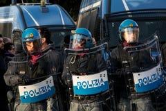Roma, Itália - 23 de março de 2017: NENHUMA demonstração do protesto do EURO imagem de stock royalty free