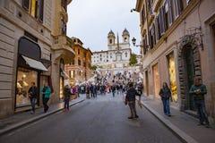 ROMA ITÁLIA - 8 DE NOVEMBRO: grande número de turista que senta-se dentro para Imagem de Stock Royalty Free