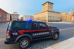 ROMA, ITÁLIA - 12 de setembro de 2016: O carro de Carabinieri é terra Rover Discovery de Carabinieri (polícia italiana) n estacio Imagem de Stock Royalty Free