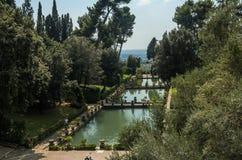 ROMA, ITÁLIA - EM AGOSTO DE 2018: Fontes históricas antigas na casa de campo D 'Este em Tivoli, Itália fotos de stock royalty free