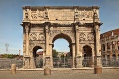 ROMA, ITÁLIA, O 7 DE ABRIL DE 2016: Arco de Constantino (arco de Consta fotos de stock royalty free