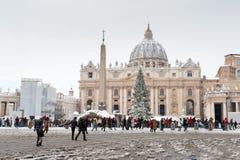 Roma, Itália, o 4 de fevereiro de 2012 Covere do quadrado do St Peter Cathedral Fotografia de Stock
