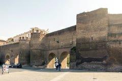 Roma, Itália, o 25 de março de 2017: A vista de Porta Pinciana Pinciana faz Fotos de Stock